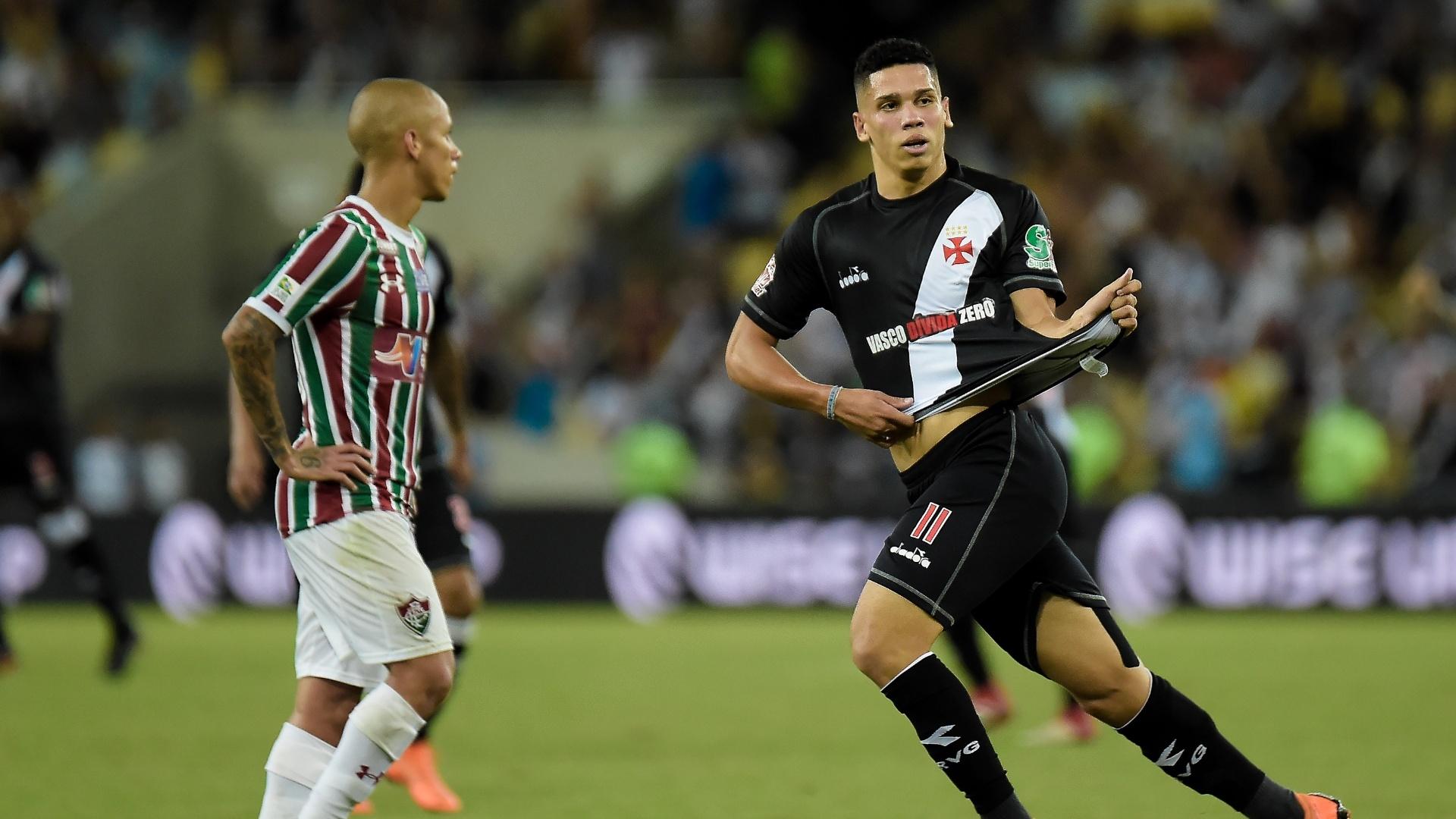 Paulinho comemora gol do Vasco contra o Fluminense