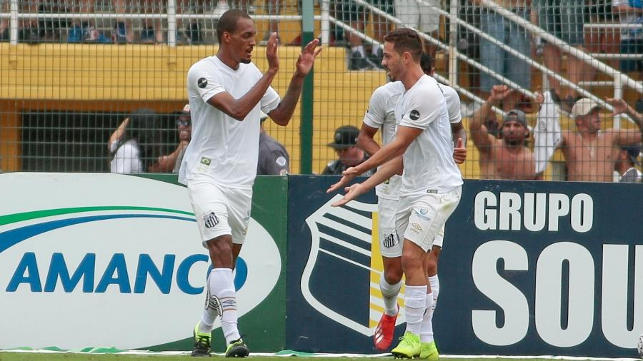 Luiz Felipe comemora gol do Santos sobre o São Paulo - Marcello Zambrana/AGIF