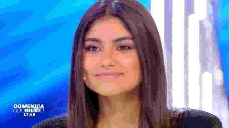 Karolayne Alexandre da Rosa, filha do ex-volante Emerson - Reprodução
