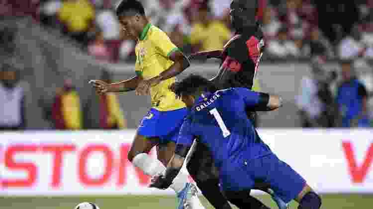 David Neres chegou a driblar o goleiro, mas acabou desarmado no momento da finalização - Kelvin Kuo/USA Today