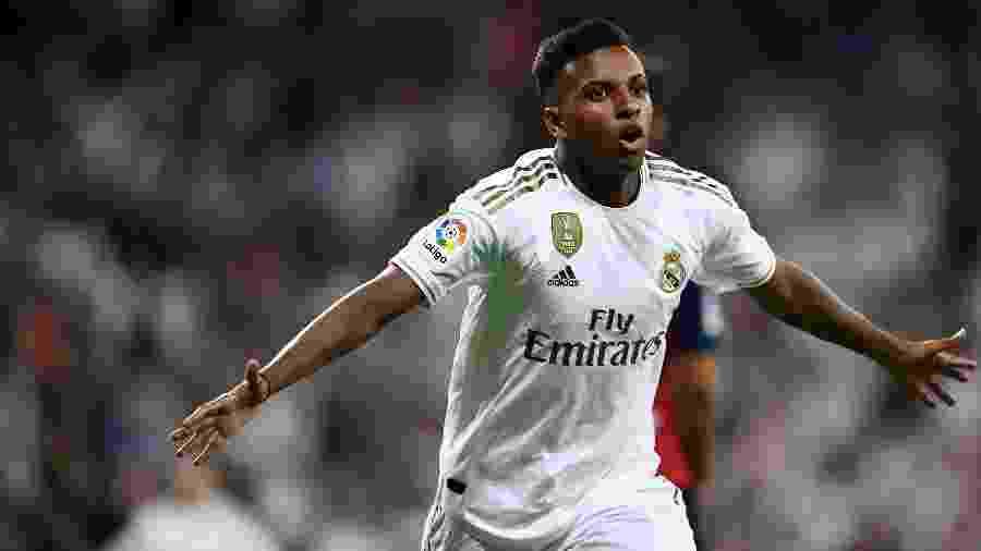 Rodrygo comemora após marcar pelo Real Madrid contra o Osasuna - OSCAR DEL POZO / AFP