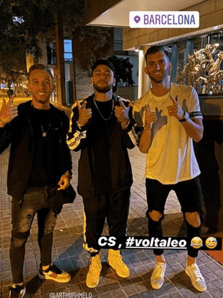 Arthur tira foto ao lado de Neymar durante passeio em Barcelona - Reprodução/Instagram