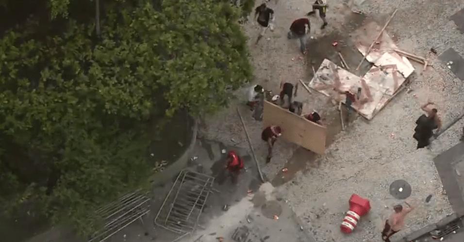 Torcedores do Flamengo entraram em conflito com a polícia no centro do Rio