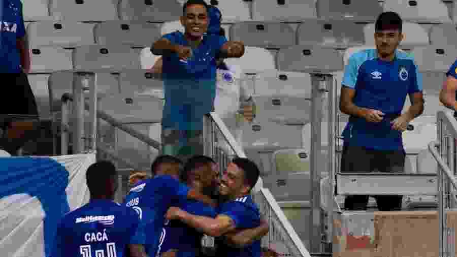 Thiago comemora o primeiro gol do Cruzeiro na vitória sobre o Boa Esporte - Fernando Moreno/AGIF