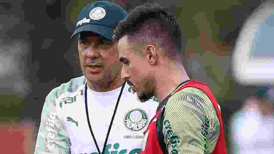 Willian e Vanderlei Luxemburgo durante o treino do Palmeiras na Academia de Futebol - Cesar Greco/Ag. Palmeiras