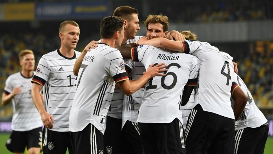 Jogadores da Alemanha comemoram gol marcado por Matthias Ginter contra a Ucrânia em partida da Liga das Nações - Sergei Supinsky/AFP