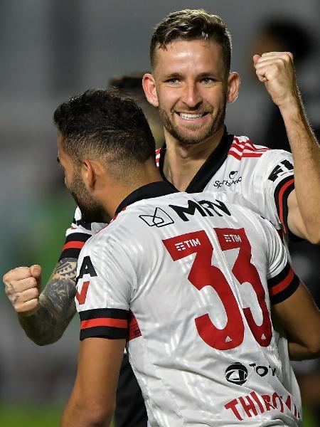 Leo Pereira comemora gol marcado para o Flamengo contra o Vasco, em 2020 - Thiago Ribeiro/AGIF