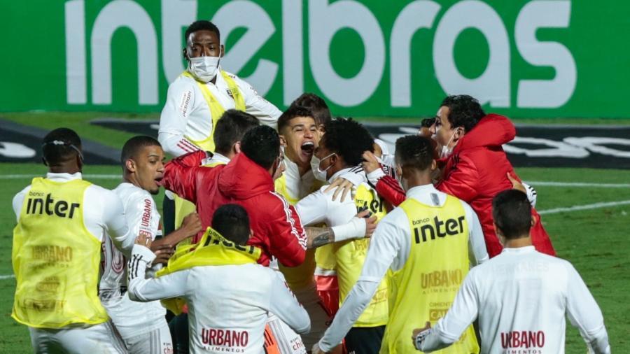 Jogadores do São Paulo comemoram gol marcado contra o Flamengo, em jogo da Copa do Brasil 2020 - Marcello Zambrana/AGIF