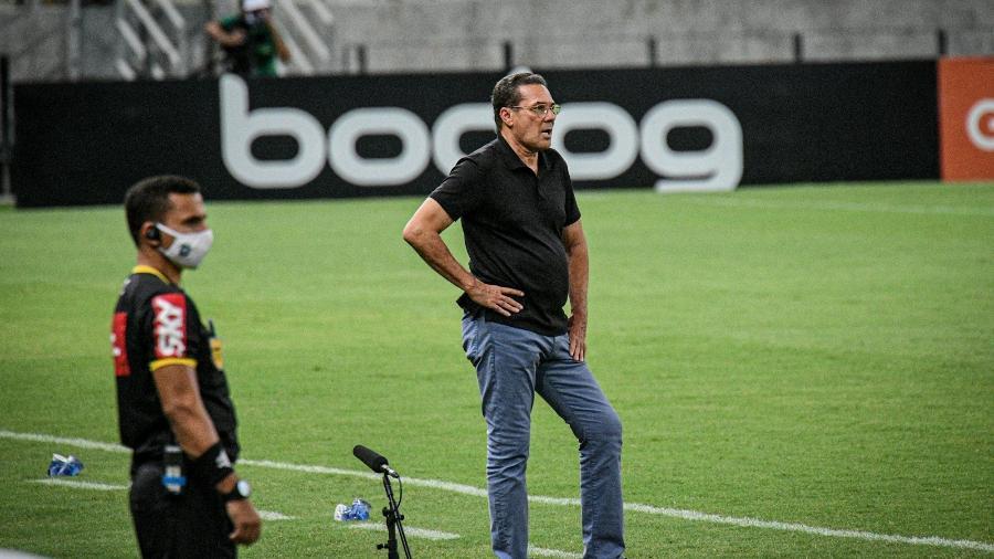 Vanderlei Luxemburgo deixou o Vasco ao fim do Brasileirão 2020 e ainda não voltou a trabalhar - Kely Pereira/AGIF