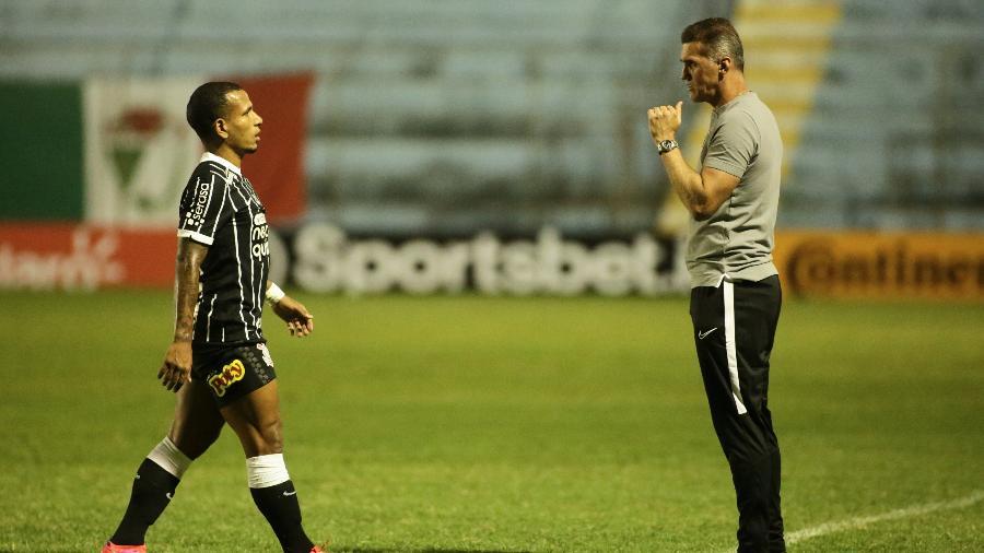 Vagner Mancini dá instruções a Otero durante partida do Corinthians  - Ag. Corinthians