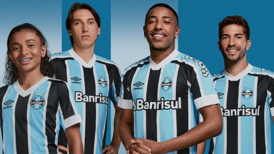 Tradicional, camisa do Grêmio é fabricada pela Umbro e, neste ano, ganhou um tipo diferente de grafismo - Reprodução/YouTube