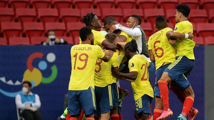 Jogadores da Colômbia comemoram classificação na Copa América - Andressa Anholete/Getty Images