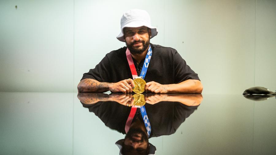 Ítalo Ferreira com a medalha de ouro conquistada nos Jogos de Tóquio - Marcelo Maragni