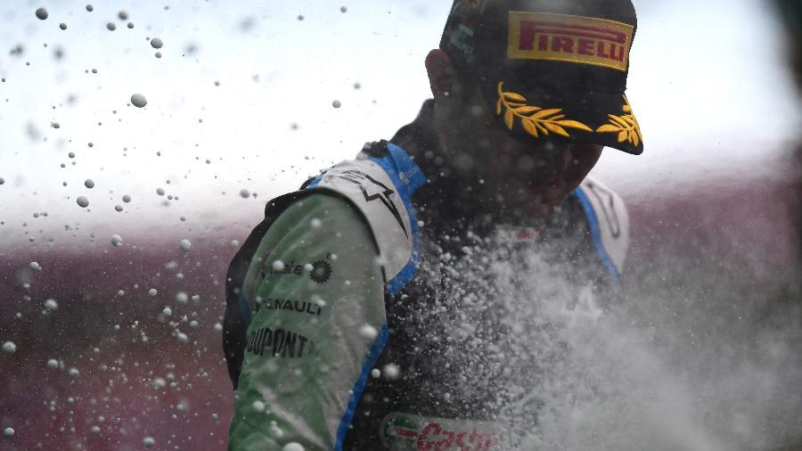 O francês Esteban Ocon celebra primeira vitória de sua carreira no GP da Hungria, em Hungaroring  - Mario Renzi - Formula 1/Formula 1 via Getty Images