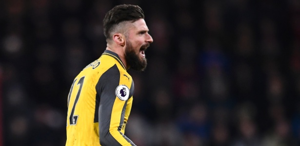 Olivier Giroud comemora gol do Arsenal sobre o Bournemouth