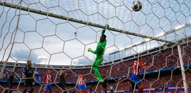 Navas em ação pelo Real em clássico contra o Atlético de Madri