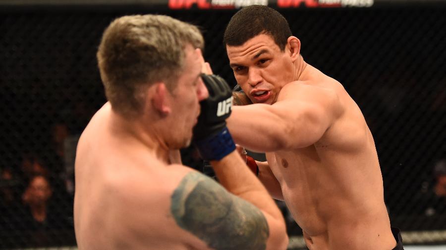 Marcelo Golm desfere soco em Christian Colombo durante luta no UFC São Paulo - Josh Hedges/Zuffa LLC/Zuffa LLC via Getty Images