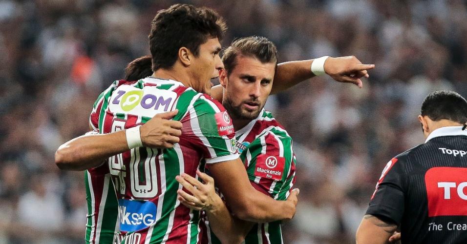 Jogadores do Fluminense comemoram o gol de Henrique contra o Corinthians, em Itaquera