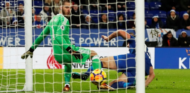 Maguire, do Leicester, finalizou no gol do United no último lance, empatando o jogo