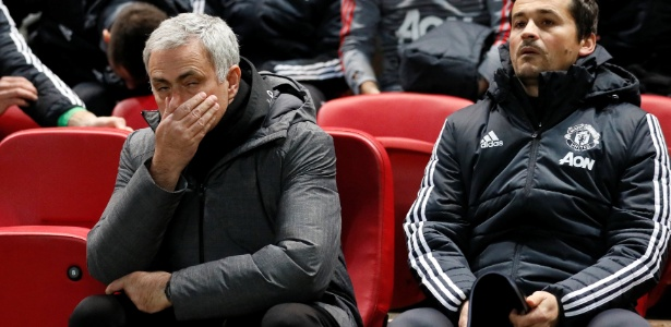 José Mourinho, técnico do Manchester United, vê a pressão aumentar