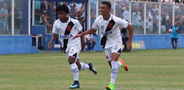 Jogadores do Vasco comemoram gol contra o Água Santa