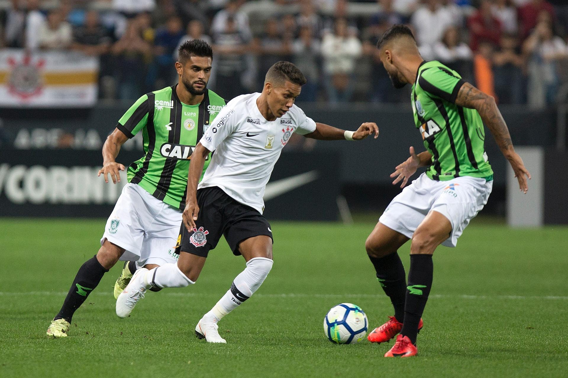 De volta ao G-4  Corinthians supera o América-MG e vence a 1ª com Loss -  31 05 2018 - UOL Esporte 839f252b64322