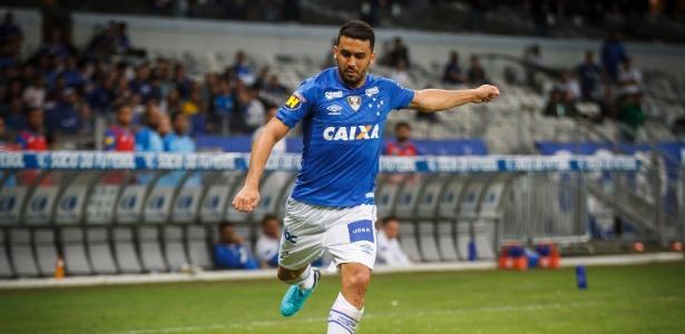Titular no lado direito, Edilson deverá ser o próximo a ser poupado no Cruzeiro - Vinnicius Silva/Cruzeiro