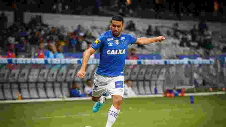 Edilson chegou ao Cruzeiro para ser titular, mas fez um 2018 irregular e perdeu o posto para Orejuela neste ano - Vinnicius Silva/Cruzeiro