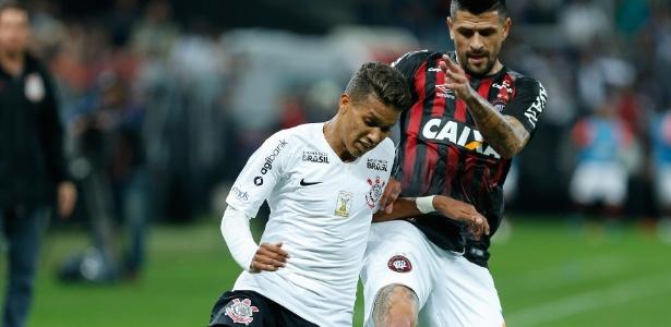 Meia-atacante Pedrinho está pendurado e pode perder último jogo do Brasileirão - Marcello Zambrana/AGIF