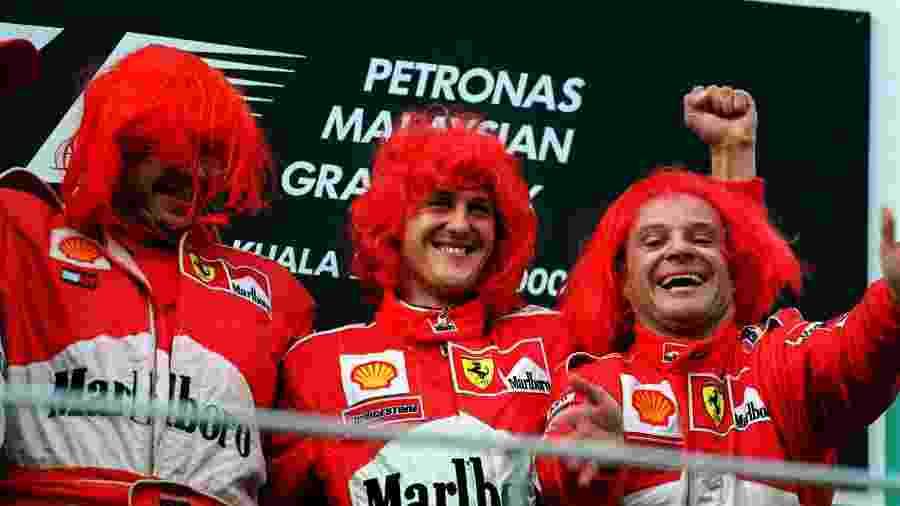 Ross Brawn ao lado de Michael Schumacher e Rubens Barrichello no pódio da F-1: elogios à personalidade do alemão - John Marsh/EMPICS via Getty Images