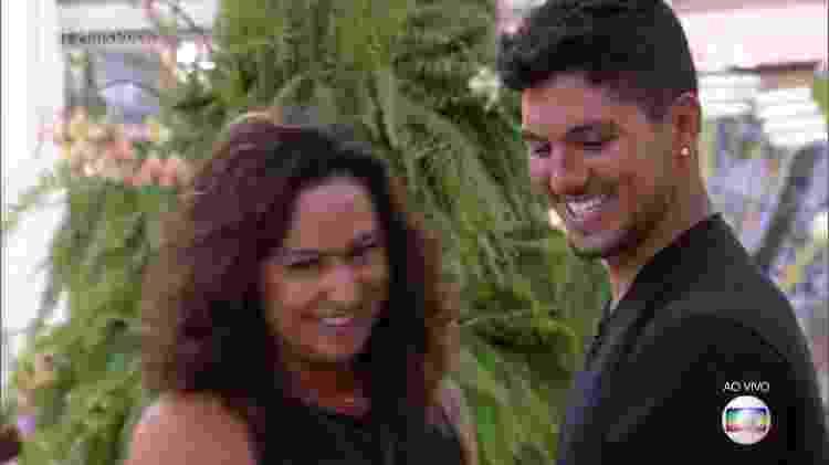 """Gabriel Medina com a mãe Simone no """"Mais Você"""" - Reprodução/TV Globo - Reprodução/TV Globo"""