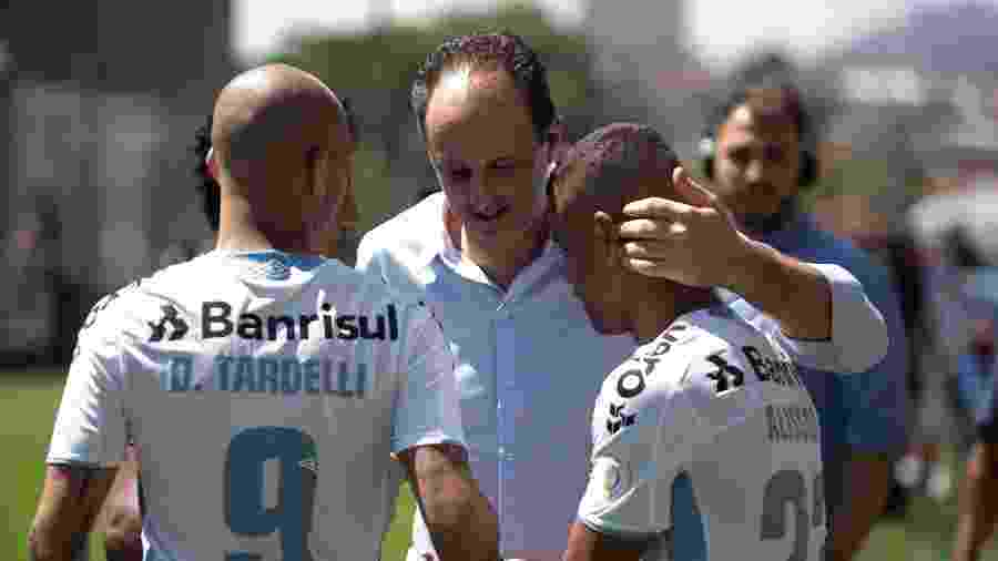 Rogerio Ceni cumprimenta Diego Tardelli e Alisson em Cruzeiro x Grêmio - Warley Soares/AGIF