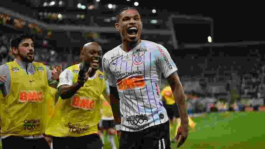 Júnior Urso comemora gol do Corinthians contra o Avaí - Bruno Ulivieri/AGIF