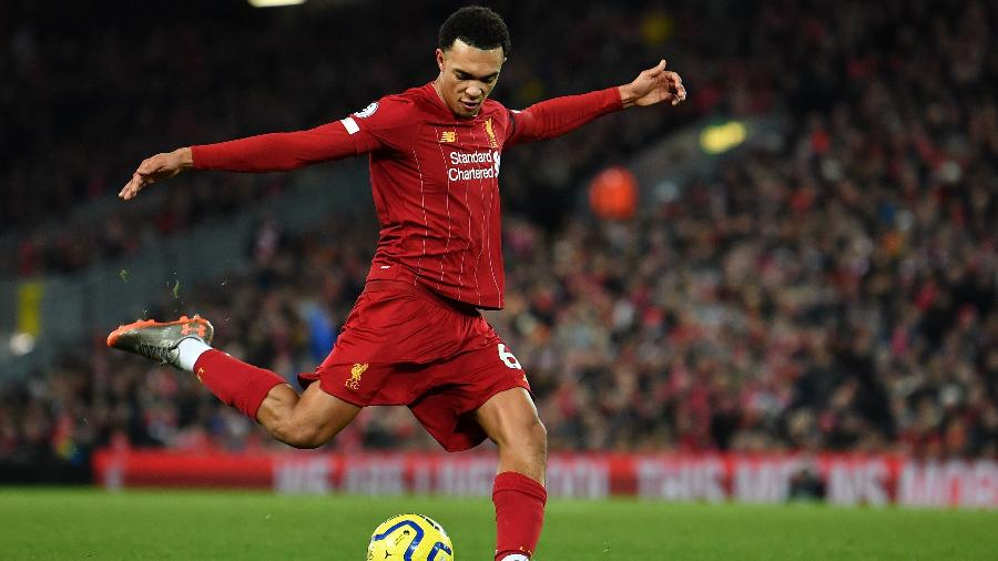 Trent Alexander-Arnold, lateral direito do Liverpool, é o mais caro do mundo na posição - Paul Ellis/AFP