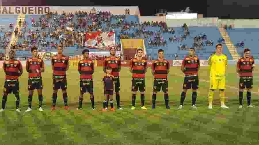 Jogadores do Sport antes de partida contra o Salgueiro pelo Campeonato Pernambucano - Divulgação/Sport