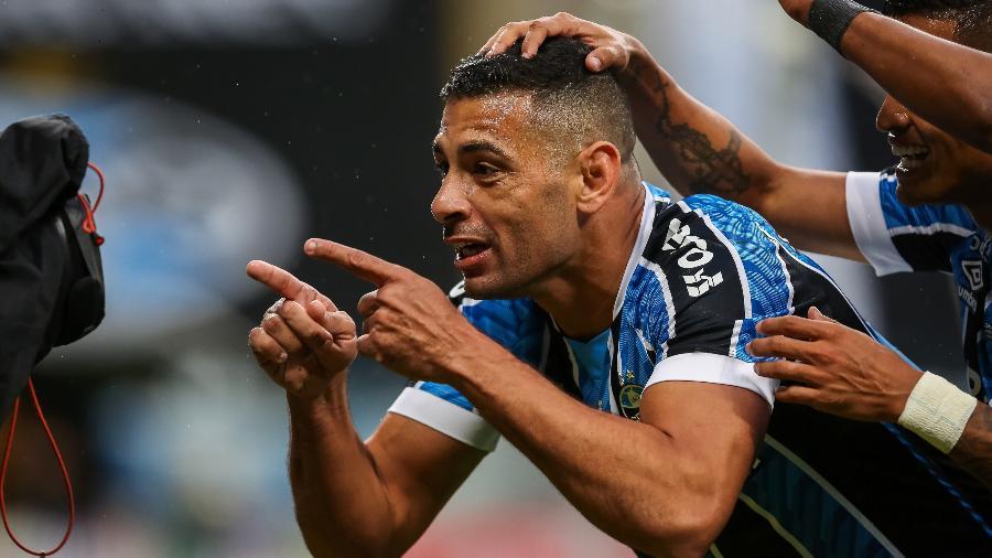 Diego Souza, do Gremio, comemora gol contra o Caxias na final do Gaúcho - Pedro H. Tesch/AGIF