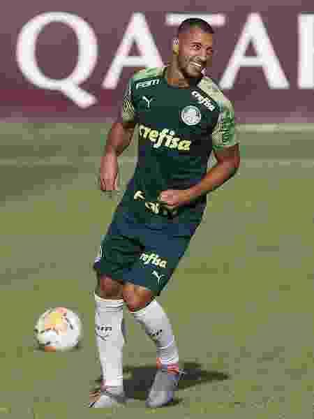 Vitor Hugo, durante treino do Palmeiras - Cesar Greco