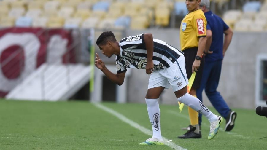 Ângelo, de 15 anos, em sua estreia pelo Santos contra o Fluminense - Divulgação/Santos