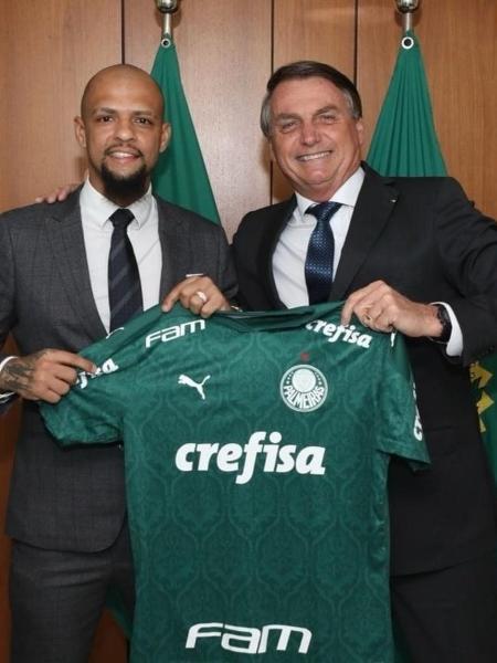 Presidente Jair Bolsonaro (sem partido) ao lado do jogador Felipe Melo, do Palmeiras - Reprodução/Facebook