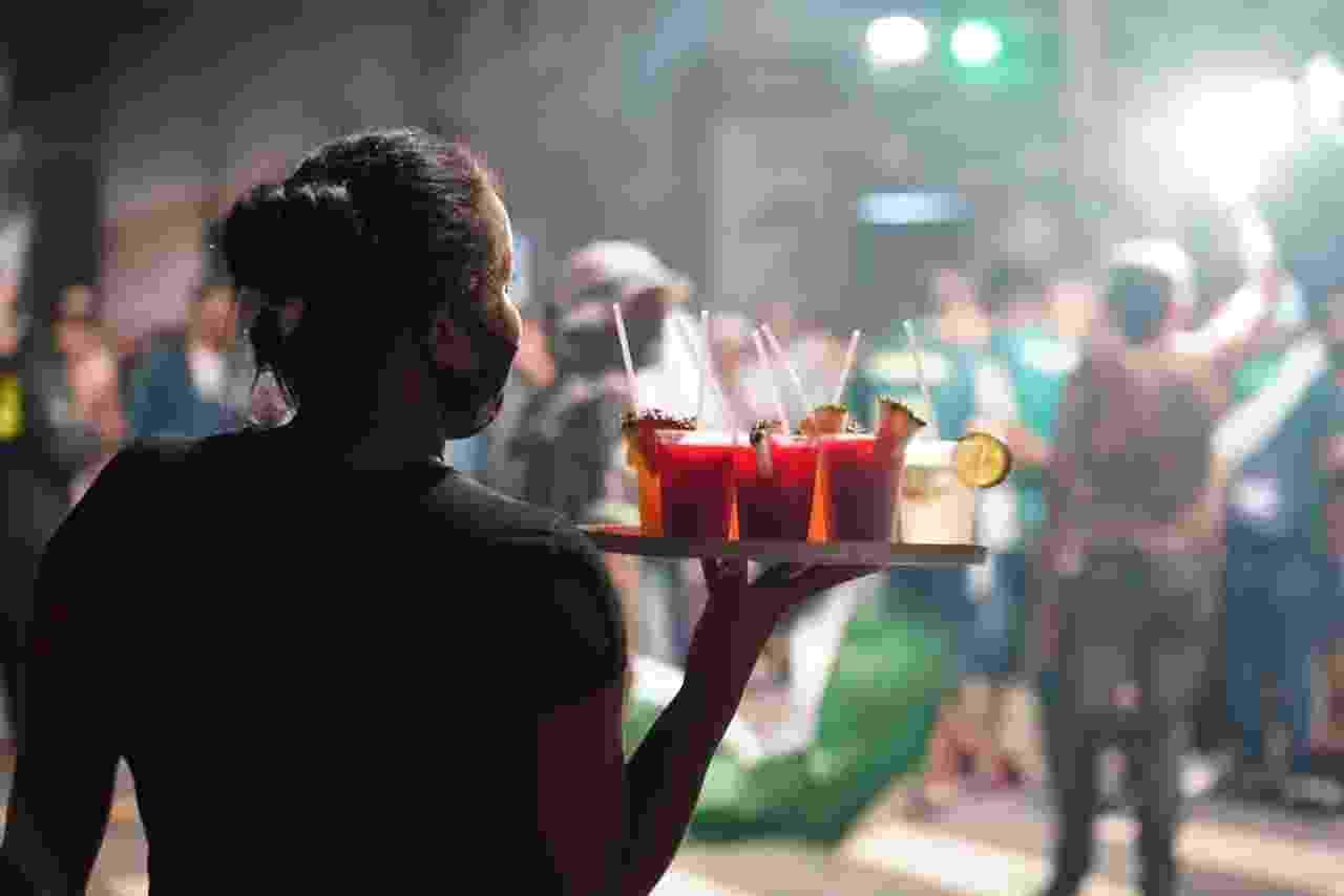 A Polícia Militar evitou aglomerações antes e durante o jogo nos arredores do Allianz Parque. Quando o Palmeiras confirmou o título da Copa do Brasil, torcedores foram às ruas e causaram aglomerações. As imagens são do cruzamento das ruas Tucuna com Venâncio Aires. São Paulo está na Fase Vermelha do plano de combate à pandemia do coronovírus, em que apenas serviços emergenciais são permitidos. - André Porto/UOL