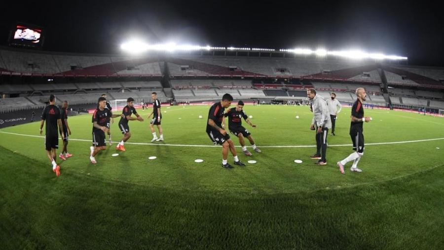 River Plate aquece atletas em jogo no reformado Monumental de Núñez - Divulgação River Plate