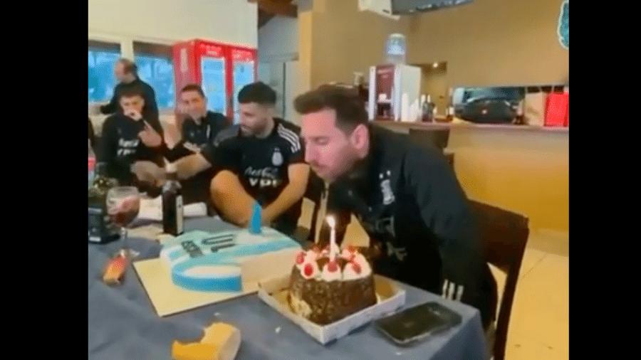 Messi canta parabéns e deixa vela do bolo cair - Instagram