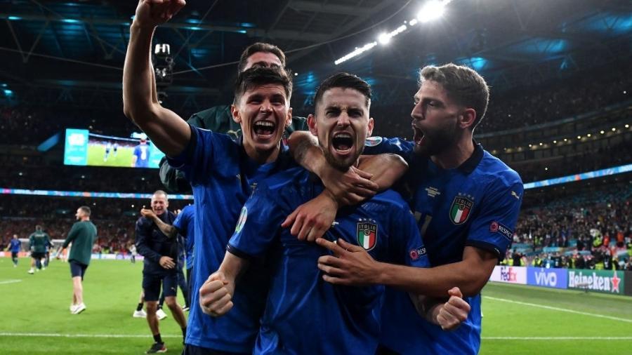 Jorginho comemora classificação da Itália para a final da Eurocopa - Getty Images