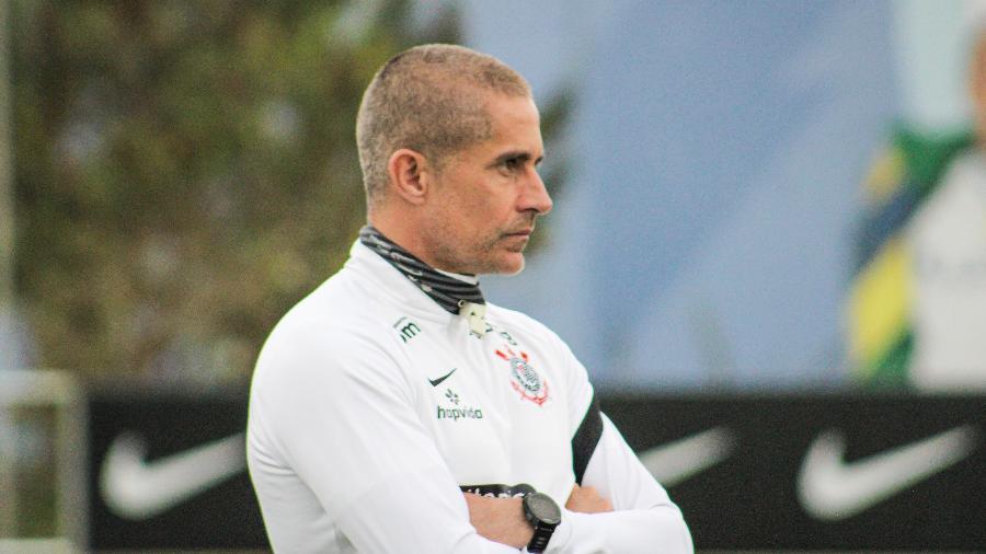 Sylvinho acompanha treino do Corinthians no CT Dr. Joaquim Grava - Felipe Szpak/Agência Corinthians