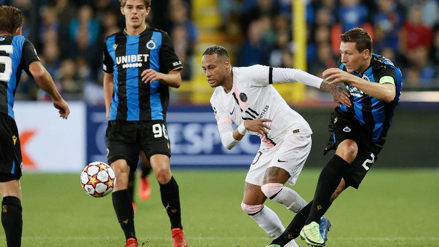 Neymar em ação durante a partida entre PSG e Club Brugge, pela Liga dos Campeões - BRUNO FAHY / BELGA / AFP