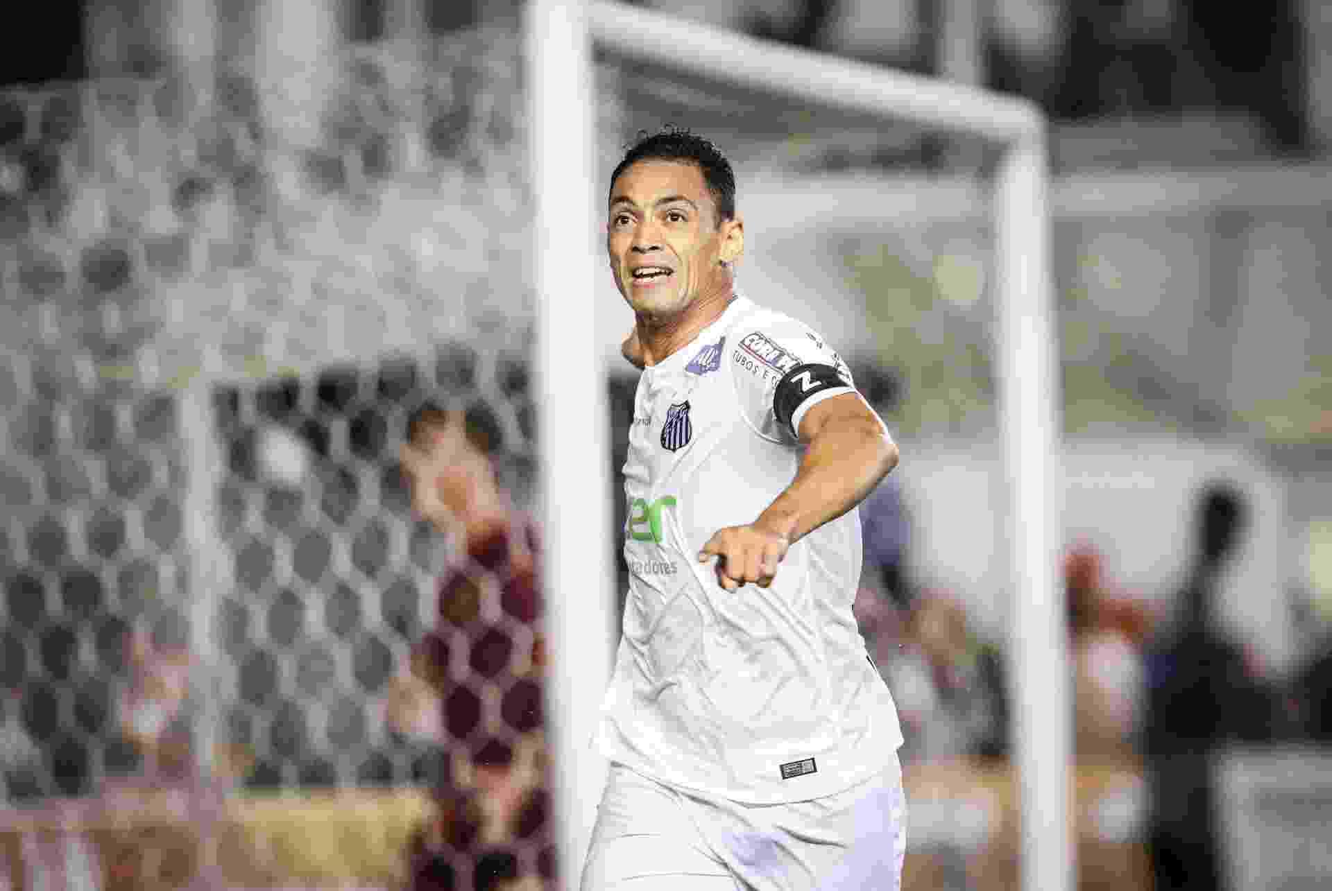 Ricardo Oliveira abre o placar para o Santos contra o São Paulo na semifinal da Copa do Brasil - Ricardo Nogueira/Folhapress