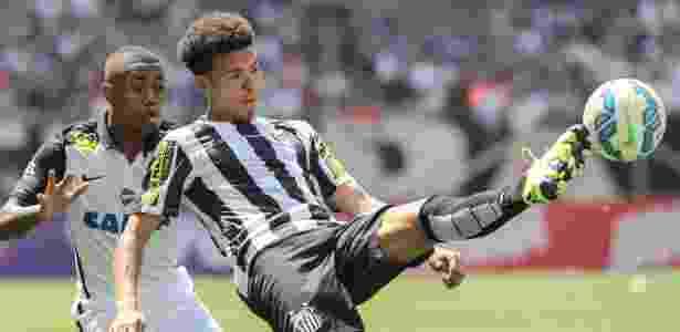 Marquinhos Gabriel defendendo o Santos contra o Corinthians na temporada 2015 - Julia Chequer-20.set.2015/Folhapress