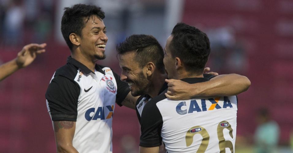 Corinthians terceiriza parte da camisa. Entenda mais o acordo de R  30 mi -  Esporte - BOL Notícias c74ee7e9c2659