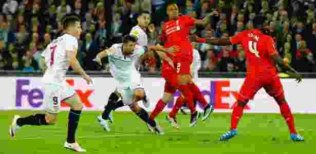 Coke faz o segundo gol do Sevilla - Marcelo del Pozo/Reuters - Marcelo del Pozo/Reuters