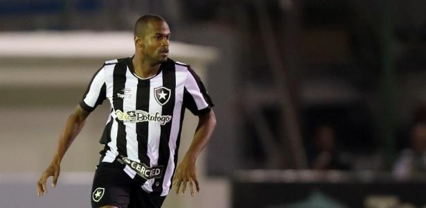 Airton faz boa temporada com o Botafogo e desperta o interesse de outros clubes